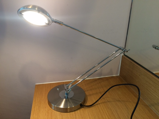 Used Hotel Desktop Lamps QTY: 60
